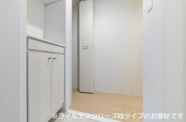 桜木町4丁目マンション 04010号室の玄関