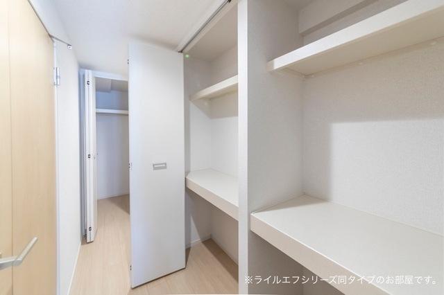 サニー・ブライト桜木 04040号室の収納