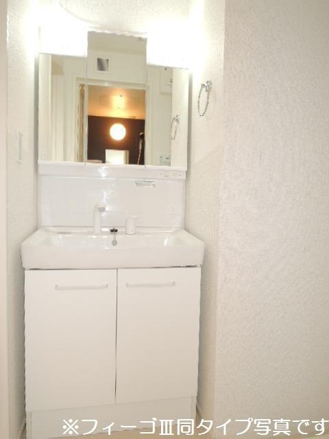 ブリリアント ガーデン 01010号室の洗面所