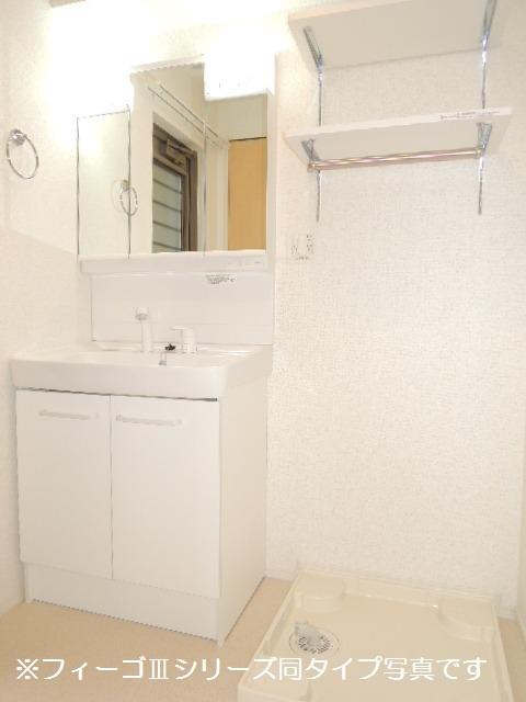 ブリリアント ガーデン 02010号室の洗面所