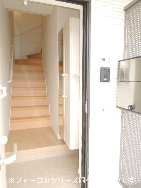 ブリリアント ガーデン 02010号室の玄関