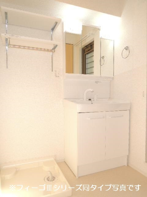ブリリアント ガーデン 02040号室の洗面所