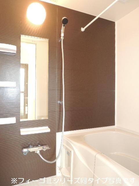 ブリリアント ガーデン 02040号室の風呂