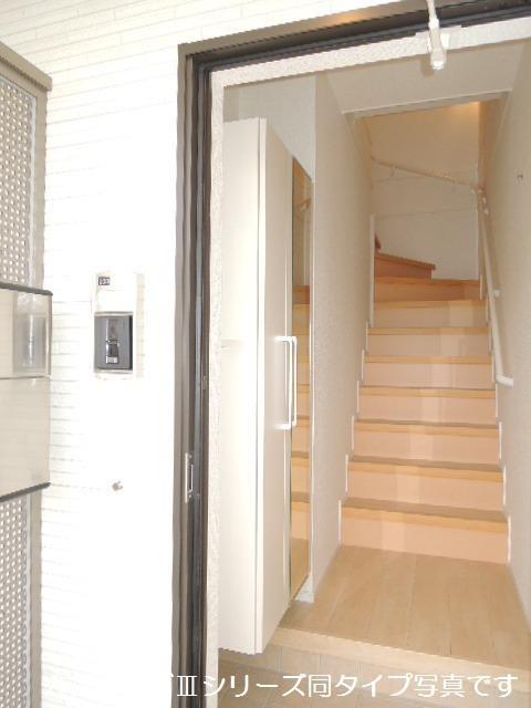 ブリリアント ガーデン 02040号室の玄関