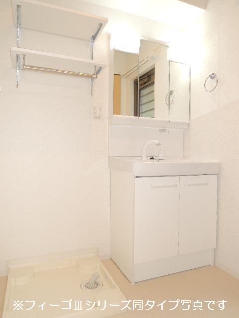 ブリリアント ガーデン 03030号室の洗面所