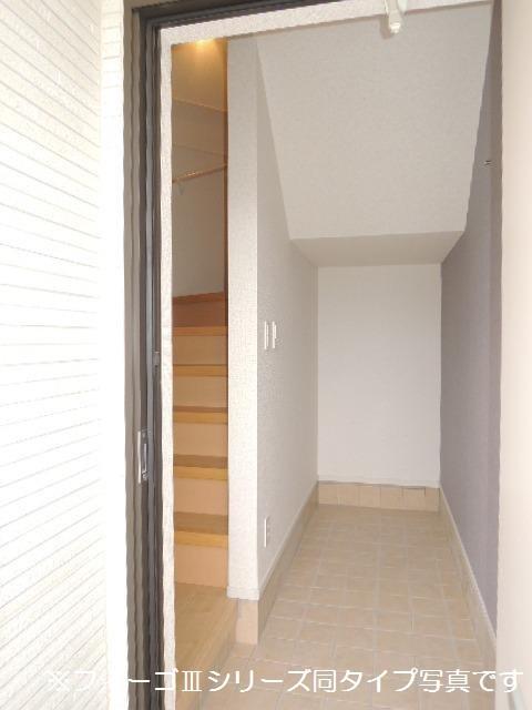 ブリリアント ガーデン 03030号室の玄関