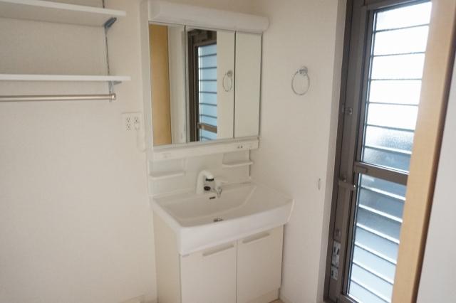 ブリリアント ガーデン 03040号室の洗面所