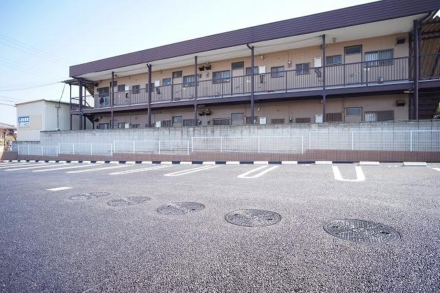 ブッシュ クローバー Ⅶ 01030号室の駐車場