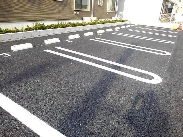 ローリン 02010号室の駐車場
