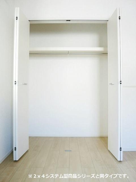 メゾン・ラフレシール B 01010号室の収納