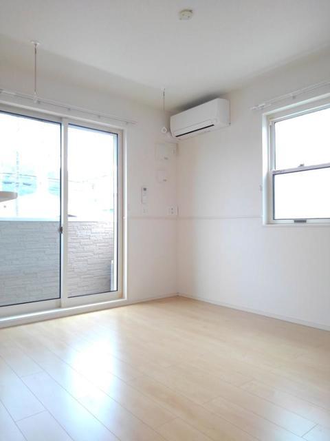 メゾン・ラフレシール B 01030号室のリビング
