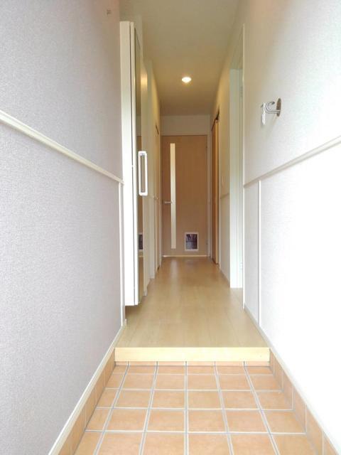 メゾン・ラフレシール B 01030号室の洗面所