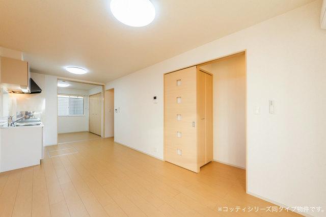 クレール フォンテーヌ 01010号室の居室
