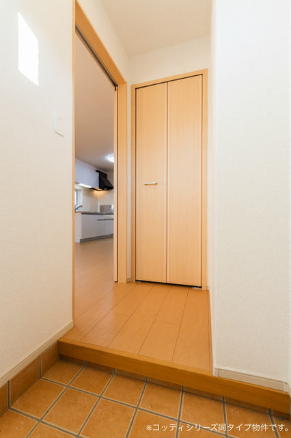 クレール フォンテーヌ 01010号室の玄関