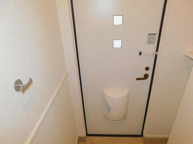 ラディーナB 01020号室の玄関
