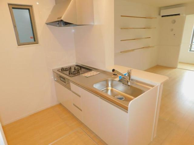 ラディーナB 01020号室のキッチン