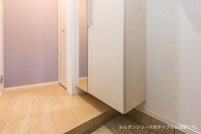 NFヴィレッジ Ⅰ 01010号室の玄関