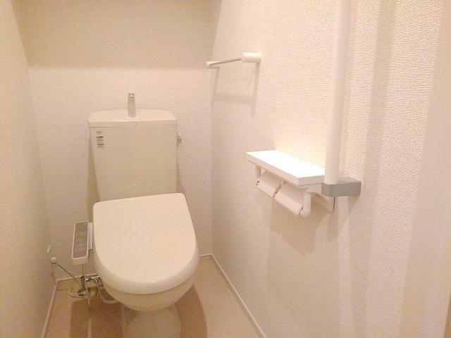 ソレイユ西向日 01010号室のトイレ