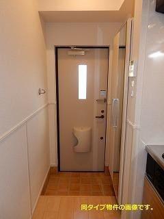 スックワームJ 01010号室の玄関