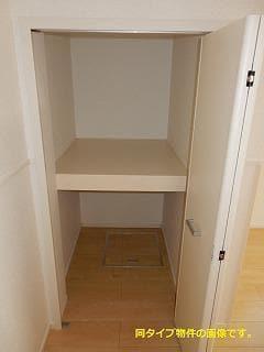 スックワームJ 01010号室の収納