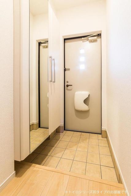 メゾンシャルマン 02020号室の玄関