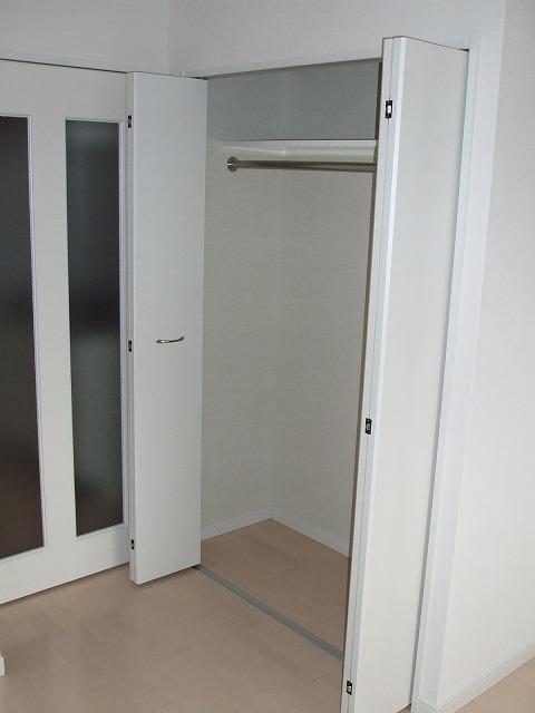 アトラスカーロ浦和常盤弐番館 202号室の収納