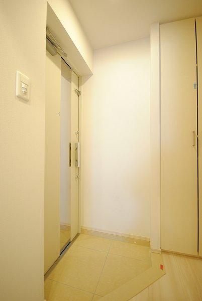 プレミアムキューブ・ジー・駒沢大学 1301号室の玄関