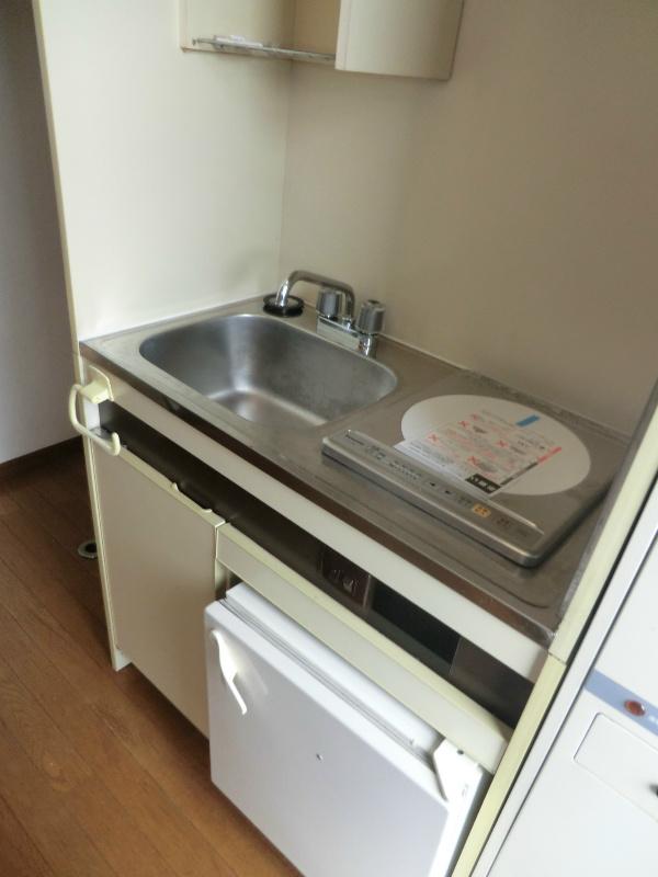 メゾンホワイトローズ 101号室のキッチン