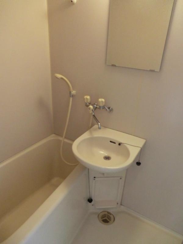 メゾンホワイトローズ 101号室の風呂