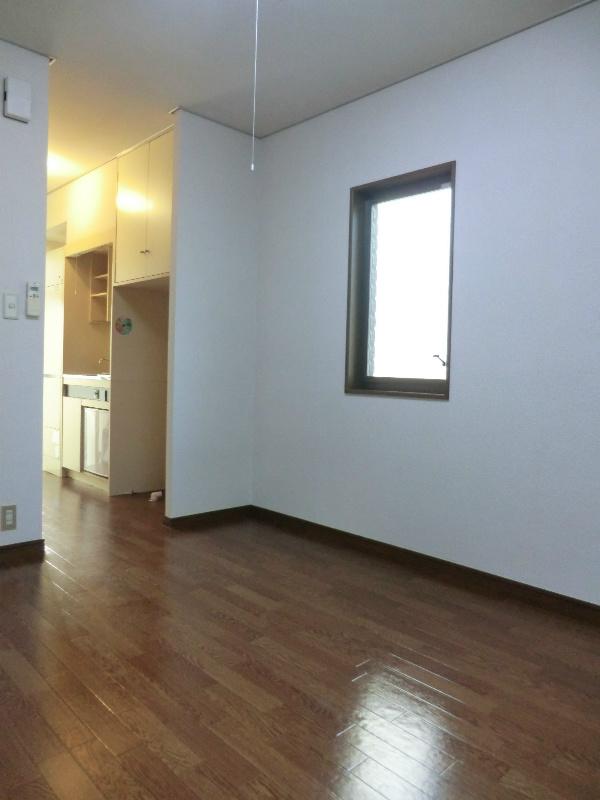 メゾンホワイトローズ 101号室の玄関