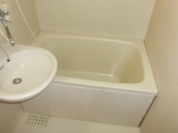 ファミーユ植木 203号室の風呂