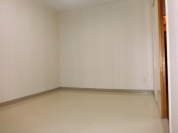 ファミーユ植木 203号室の居室