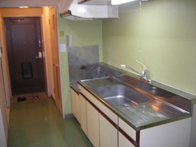 ファミーユ植木 203号室のキッチン