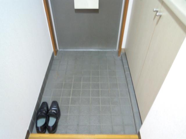 フィオーレ新宿 409号室の玄関