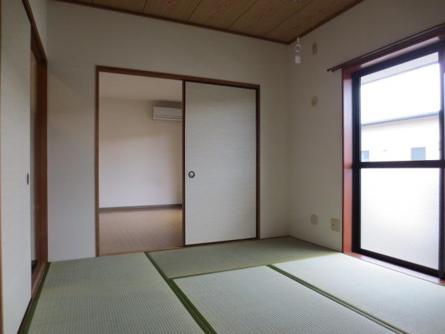 メルベーユ三芳野 203号室のリビング