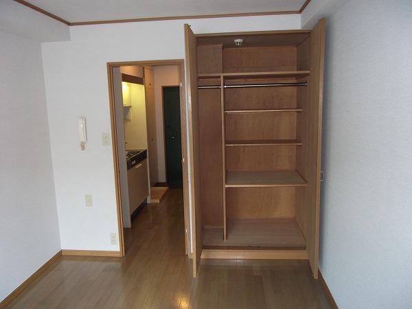 リブルHANASEN 305号室の収納