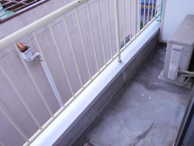 岩端ビル 4-B号室のバルコニー