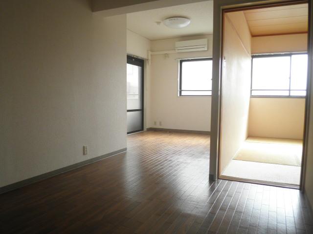 シャンブルドゥミヤザキ 1-305号室のリビング