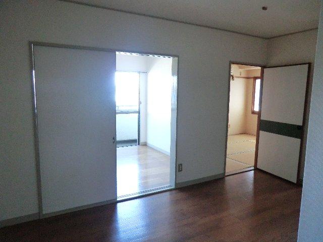 佐藤ビル 301号室のリビング