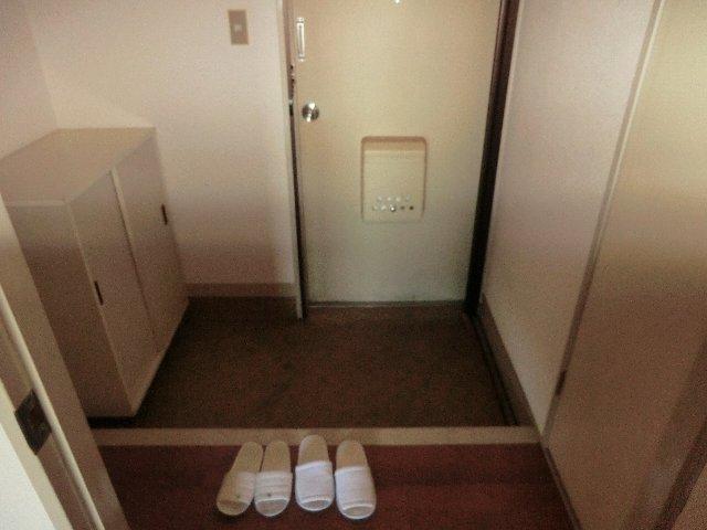 佐藤ビル 301号室の玄関