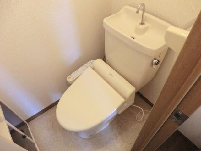 ソレイユ下落合 205号室のトイレ