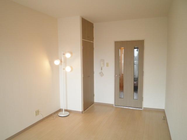 浦和シティマンション 504号室のリビング