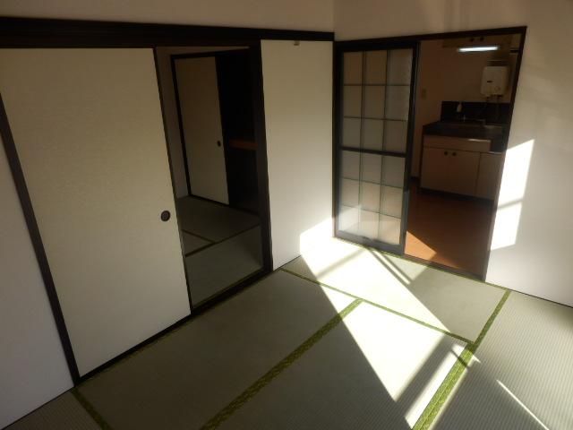 フレグランスSHOWA 202号室のリビング