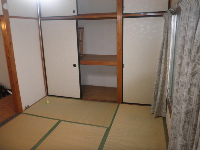 吉野荘B 203号室のリビング