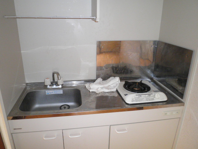 双葉荘 1号室のキッチン