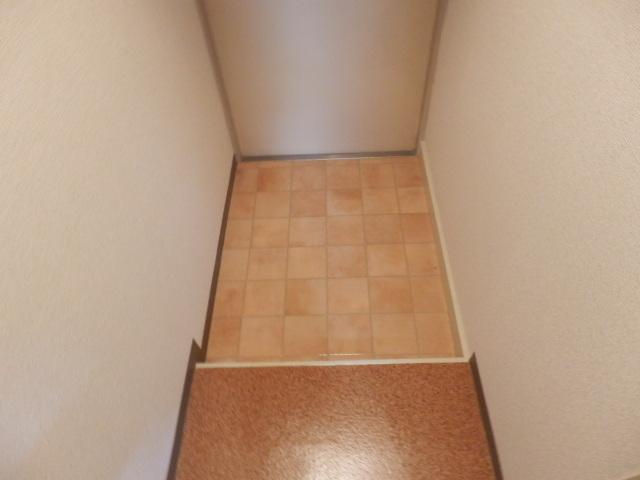ファミールケントム 203号室の玄関