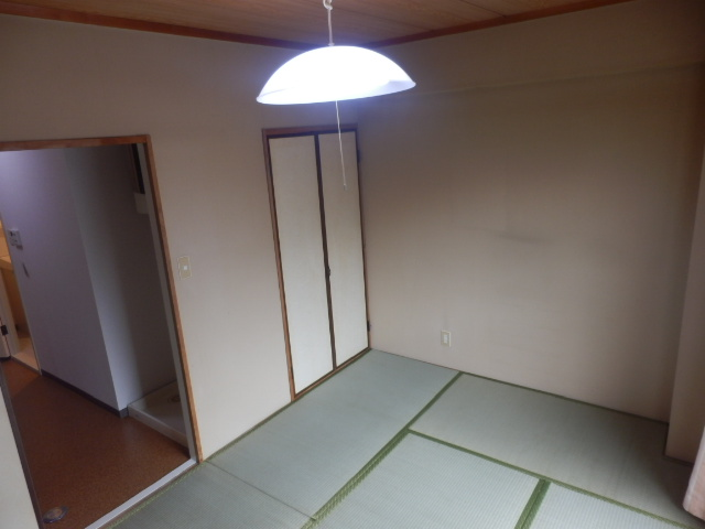 ファミールケントム 203号室のリビング