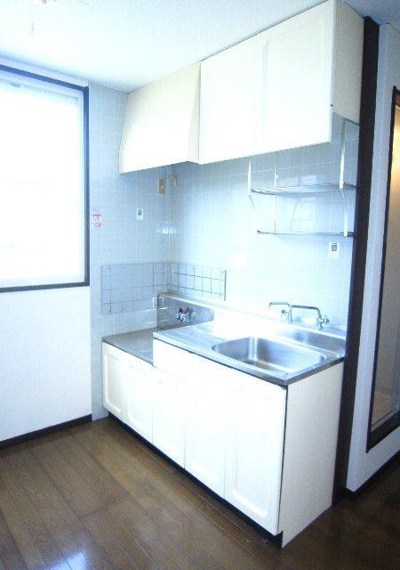 スワローフィールズ 101号室のキッチン