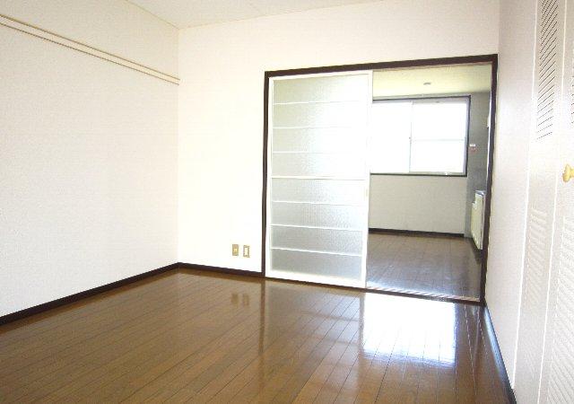 スワローフィールズ 101号室の居室