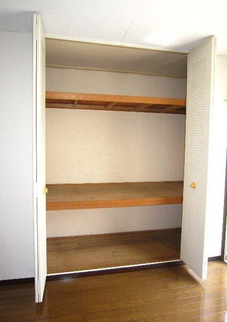 スワローフィールズ 101号室の収納